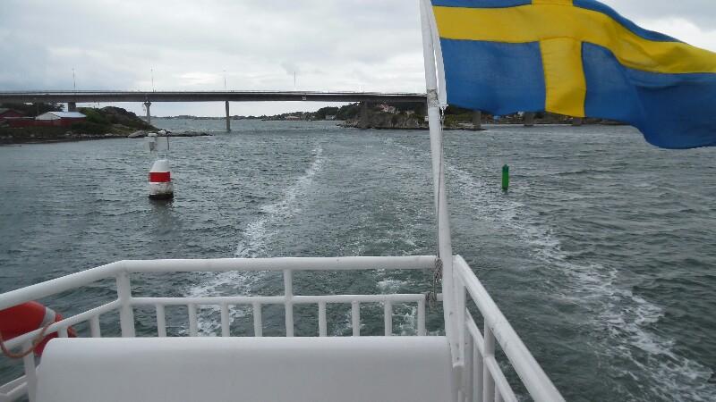 Schiff fast so breit wie die Durchfahrt!
