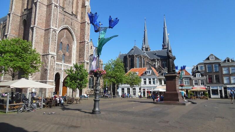 Reichlich große Kirchenm in Delft