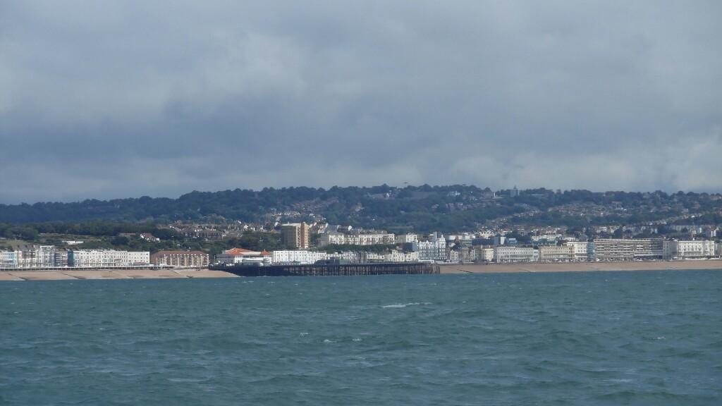 Hastings mit verschraddelter Seebrücke