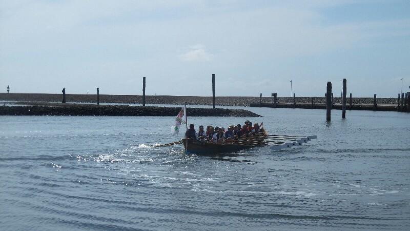 Für die Seefahrt ungeeignetes Wasserfahrzeug auf Baltrum